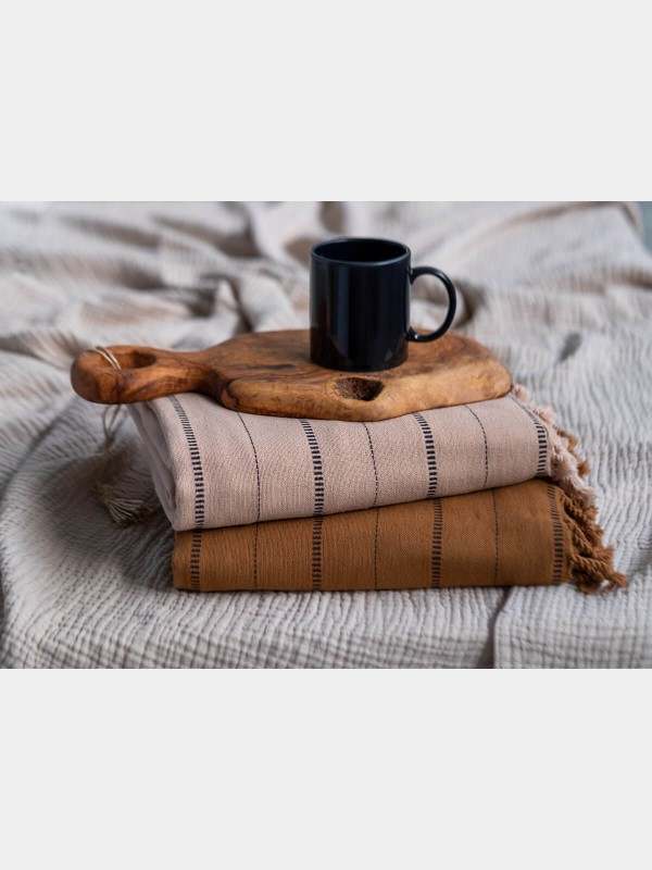 Beige/Black Throw - Boa Collection