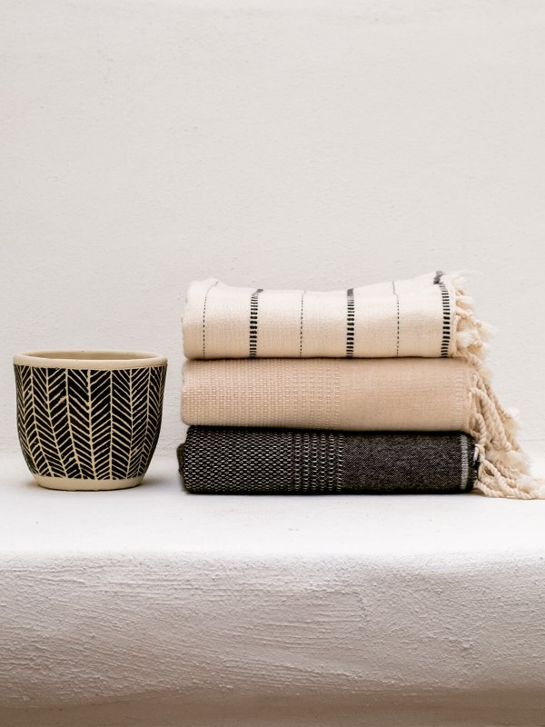 Natural/Black Throw - Boa Collection